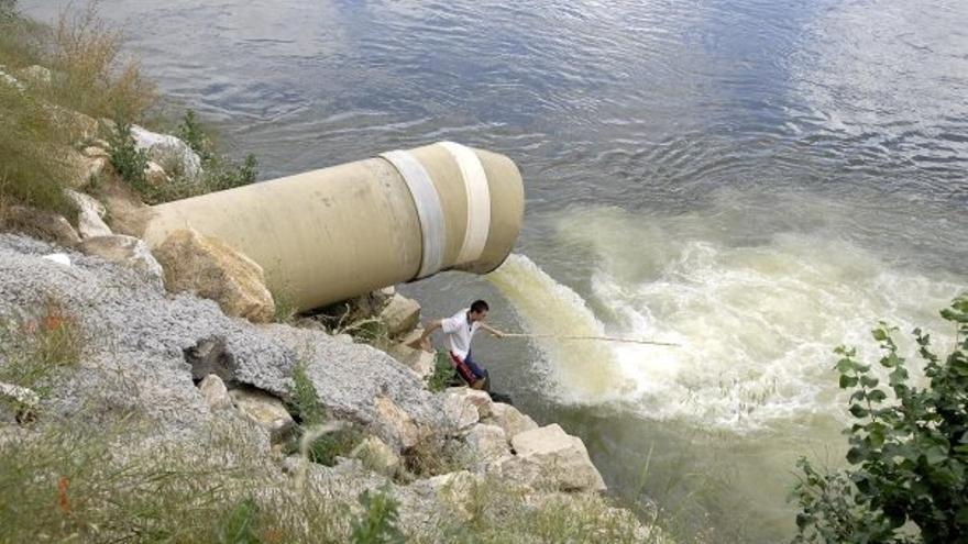 Vertido en el río Tajo en Talavera de la Reina. Plataforma en Defensa del río Tajo.