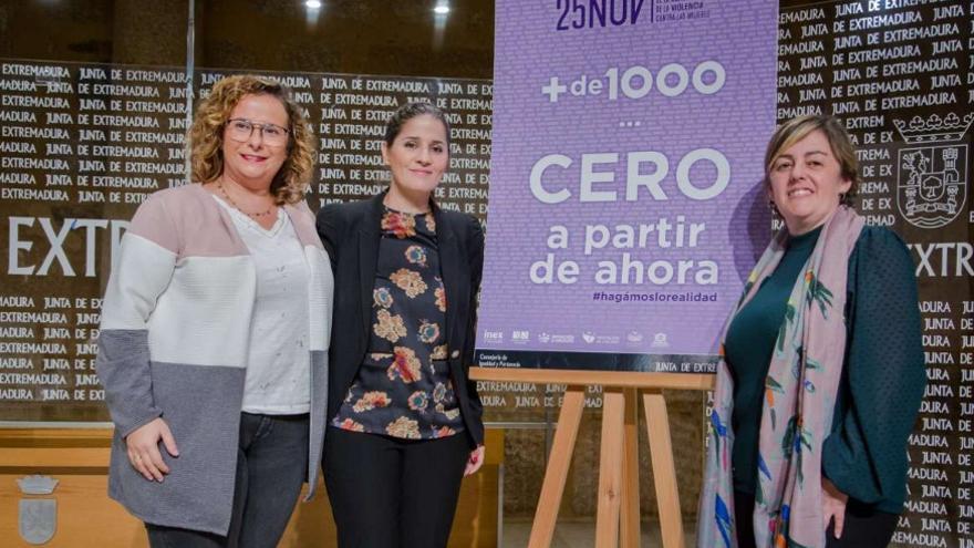 La consejera de Igualdad y portavoz de la Junta de Extremadura, Isabel Gil Rosiña, ha presentado la campaña de sensibilización con motivo de la conmemoración del Día Internacional de la Eliminación de la Violencia contra la Mujer