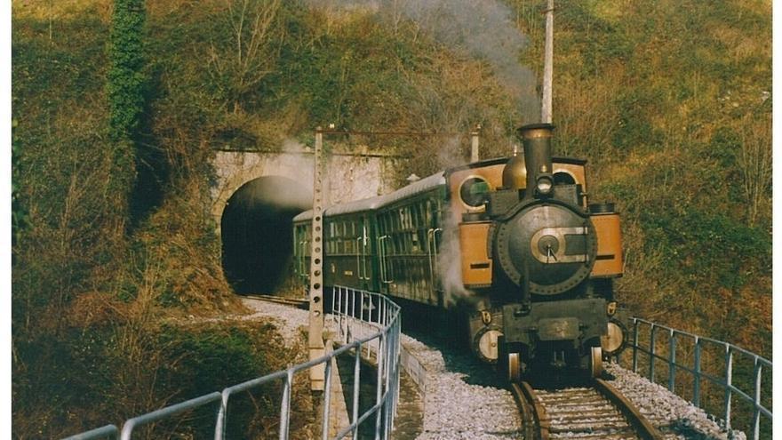 El Museo Vasco del Ferrocarril ofrece este domingo sus últimas circulaciones de trenes de vapor del año