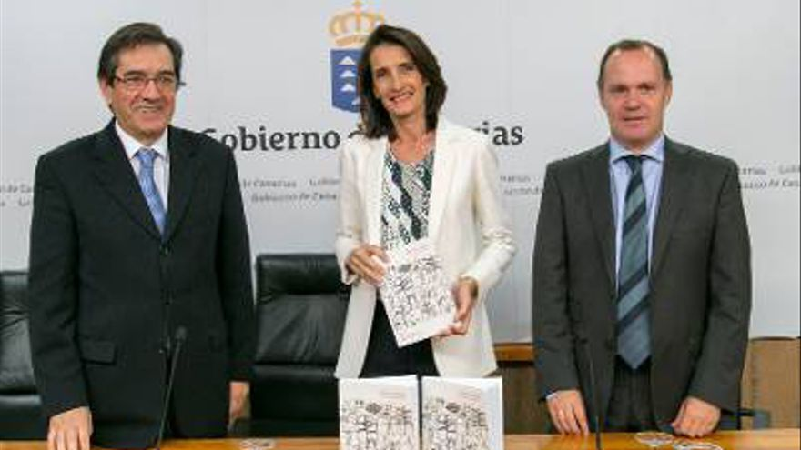 Moisés Simancas, en un acto oficial, junto al rector Martinón y a la consejera  Mariate Lorenzo
