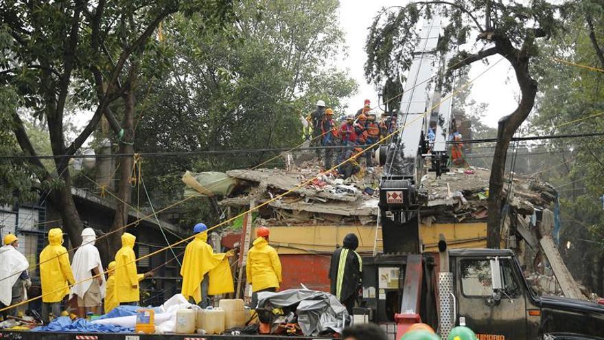 """Maestra mexicana, """"impotente"""" por no haber podido ayudar más durante el sismo"""
