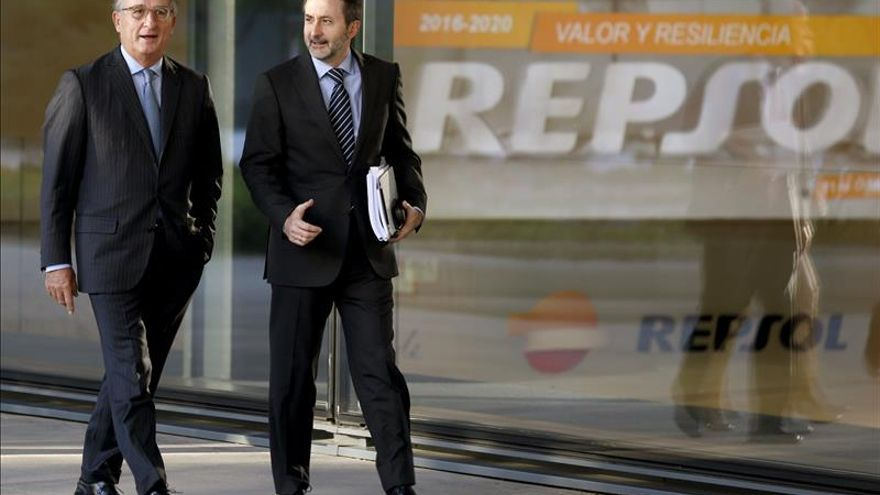 """Repsol reconoce que el crudo barato es una """"buena noticia"""" para España"""