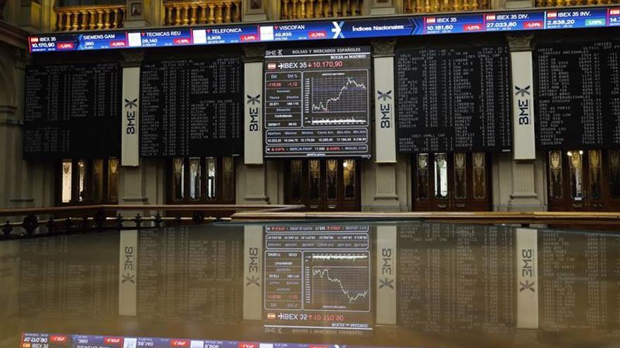 El IBEX 35 baja un 0,52 por ciento en la apertura y arriesga los 10.100 puntos