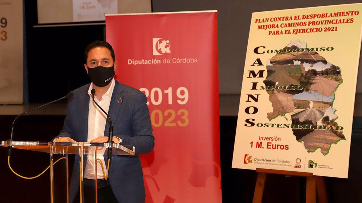 El delegado de Infraestructuras Rurales de la Diputación de Córdoba, Manuel Olmo, informa sobre el Plan contra el Despoblamiento y Mejora de Caminos Provinciales.
