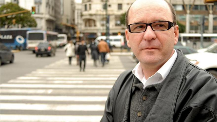 """Luiz Ruffato dice que la literatura en Brasil la escriben """"hombres blancos burgueses"""""""