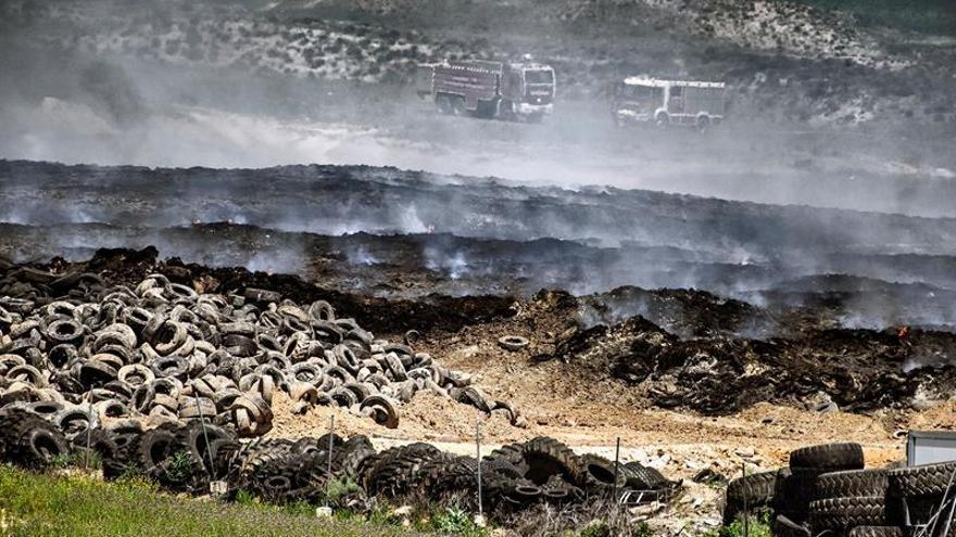 Los Bomberos llevan 2 días acelerando la combustión para acortar el incendio de Seseña