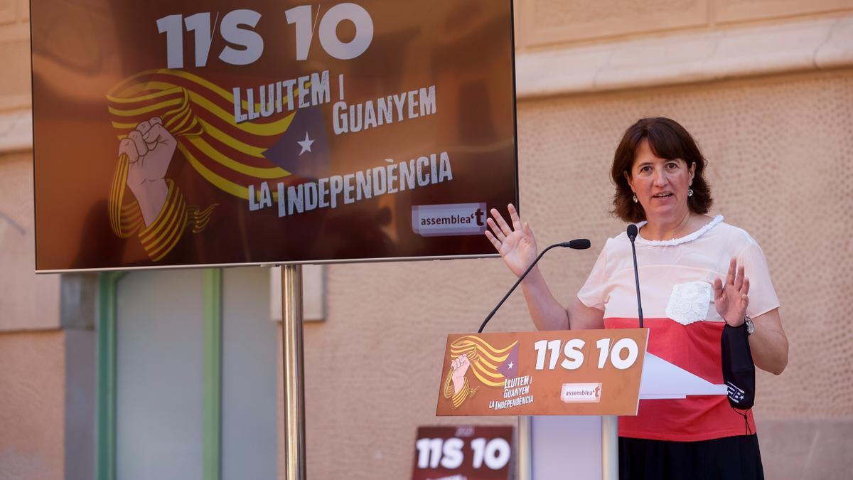 La presidenta de la ANC, Elisenda Paluzie, durante la rueda de prensa de la Asamblea Nacional Catalana (ANC)