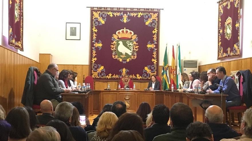 Prospera la moción de censura de Palomares y la socialista Ana Isabel Jiménez arrebata la Alcaldía al PP