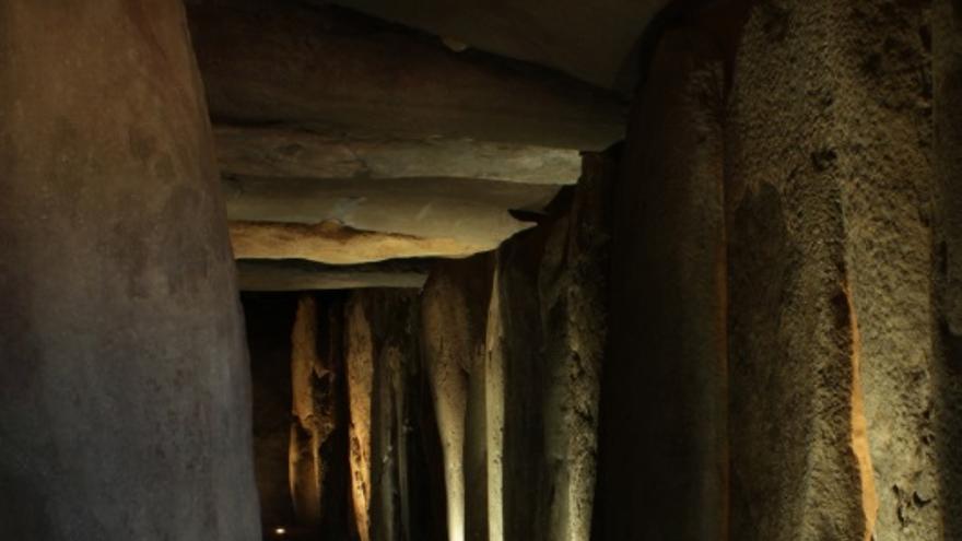 Interior del dolmen de Soto, en Huelva