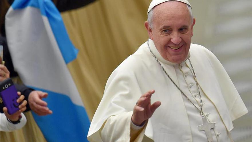 El papa insta a los obispos a velar por la seguridad de los menores
