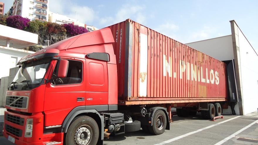 En la imagen, un camión sometido a un control.