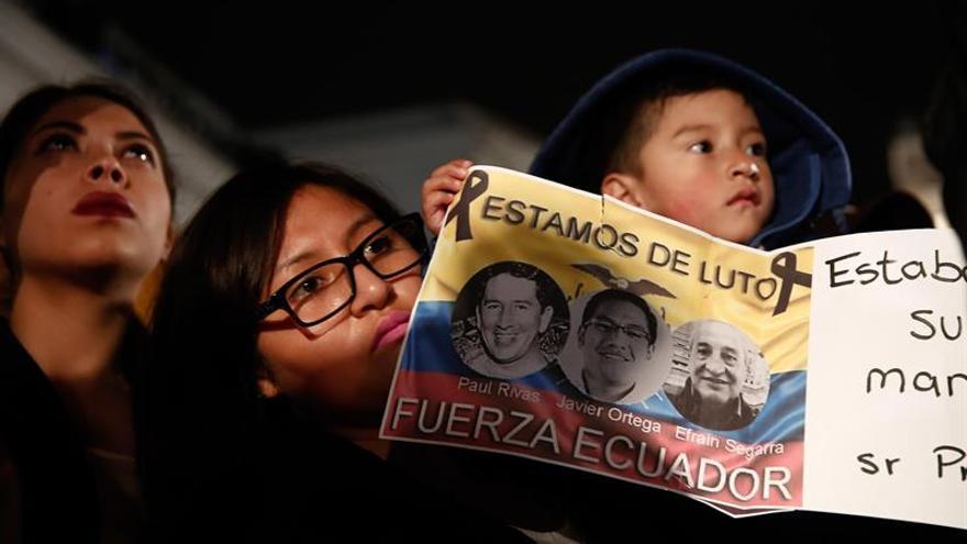 Ecuador, de luto, busca a los responsables del asesinato de equipo periodístico