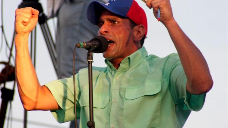 Capriles acusa a Maduro de aprobar otra devaluación y de destruir el país