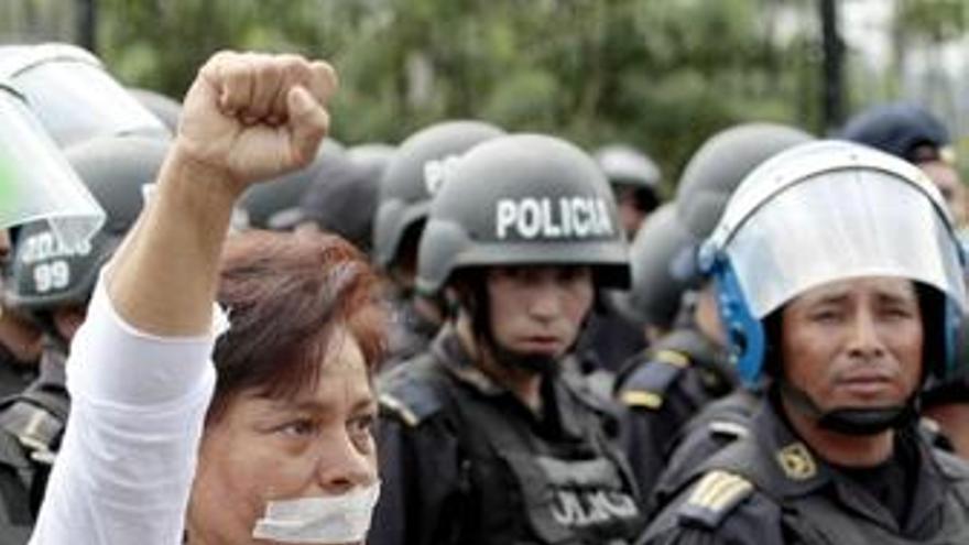 Organizaciones sociales exigen restaurar la democracia en Honduras