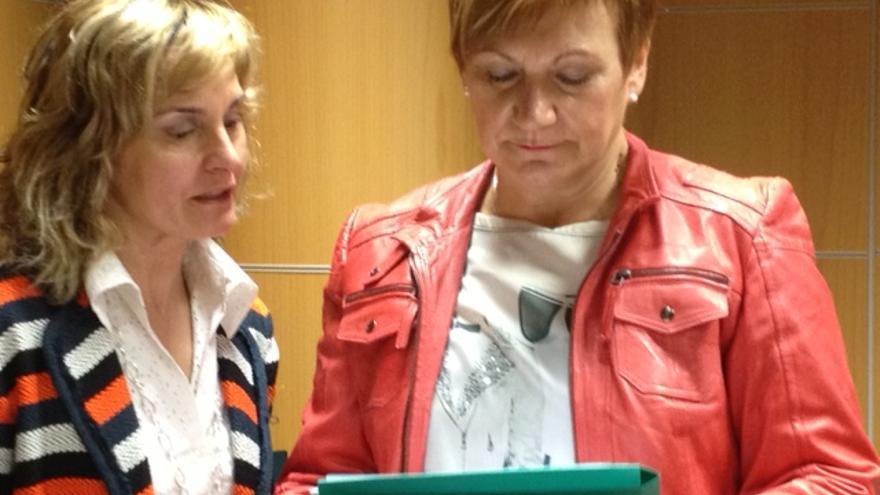 Blanca Ibáñez y Dolores Alza, de la Unión de Consumidores de Euskadi.