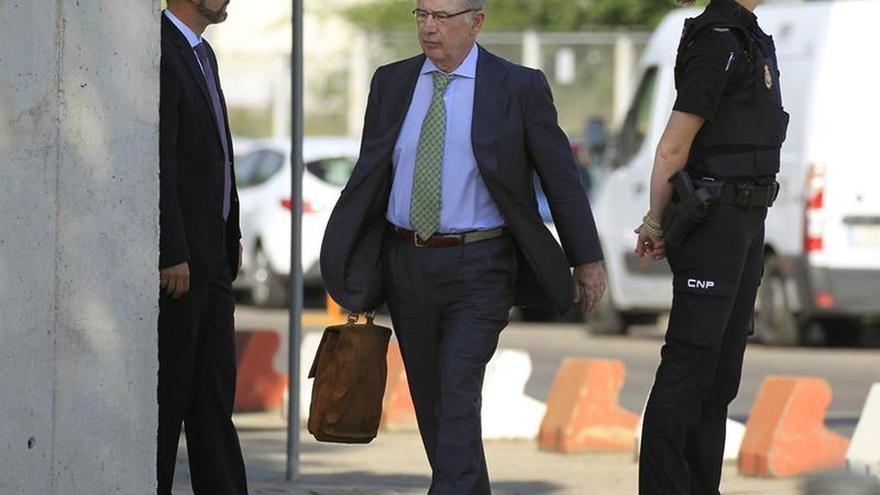 El FROB secunda a la Fiscalía y pide 5 años de cárcel a Rato por Bankia