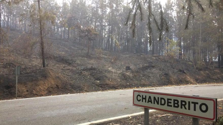 En Chandebrito, en el municipio de Nigrán, donde murieron dos mujeres, el fuego rodeó las viviendas
