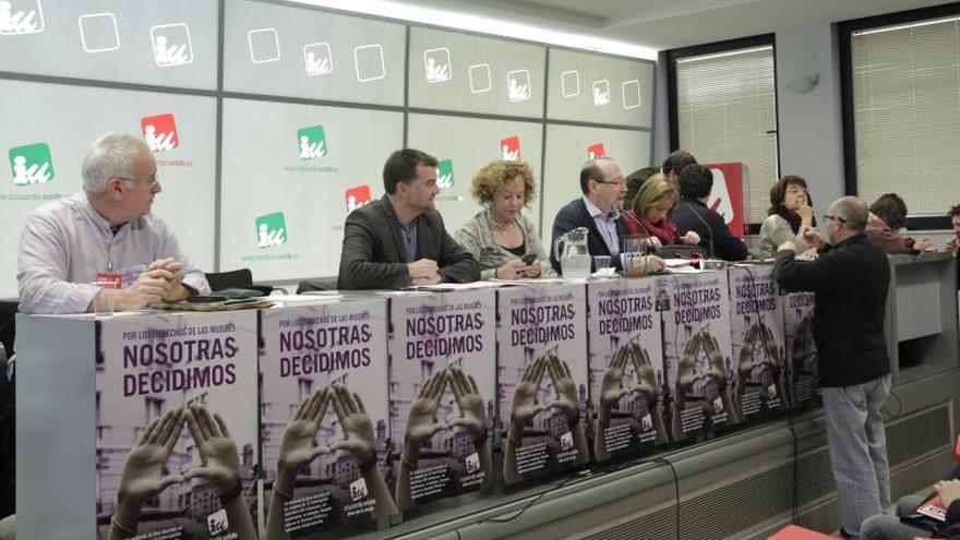 Cayo Lara afirma que la propuesta del aborto sitúa al PP en la frontera del franquismo