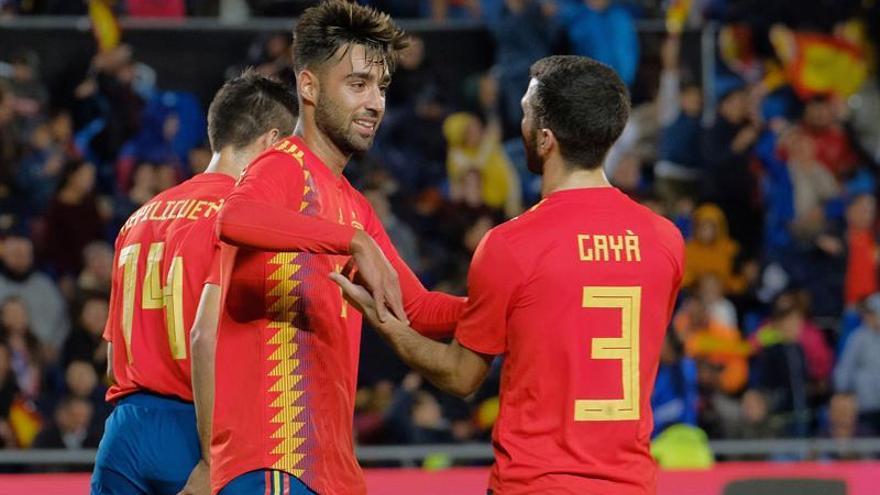 El centrocampista Brais Méndez celebra con Gayá  el único gol del partido. (EFE/Ángel Medina G)