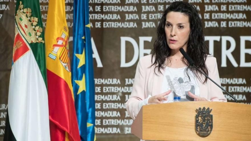 La consejera de Educación y Empleo, Esther Gutiérrez, en una rueda de prensa telemática