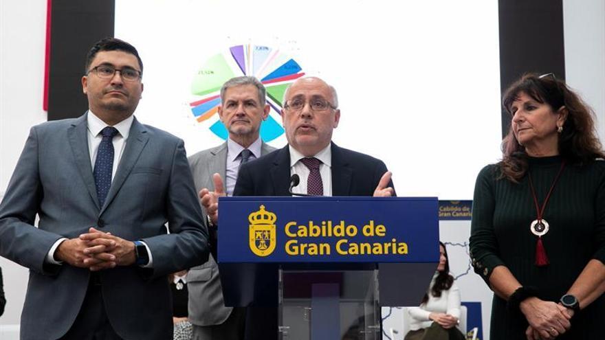 El presidente del Cabildo de Gran Canaria, Antonio Morales junto al vicepresidente, Miguel Ángel Pérez, el consejero de Hacienda, Pedro Justo Brito, y la consejera Mª Concepción Monzón.