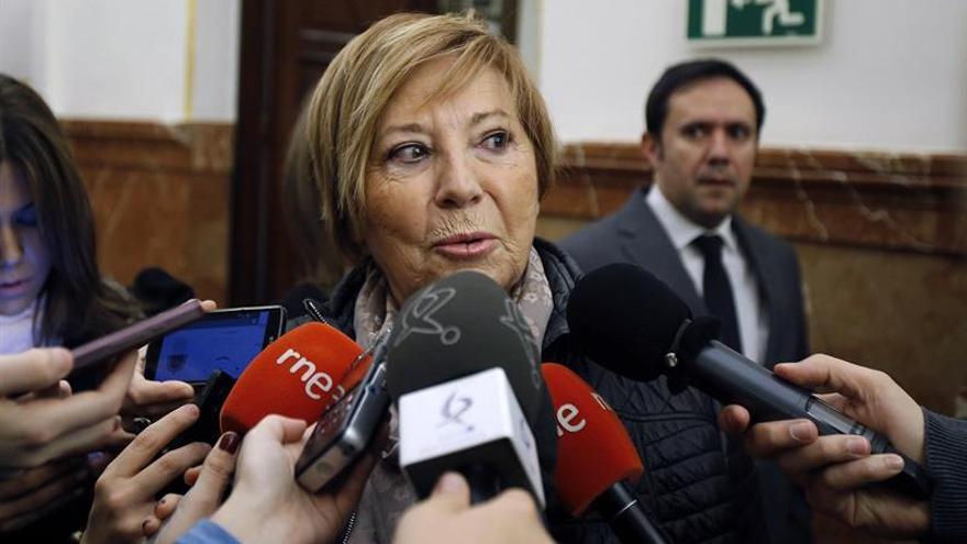 """Celia Villalobos: """"Sánchez está intentando salvar su culo"""""""