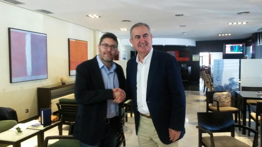 Miguel Sánchez (PP) y Rafael González Tovar (PSOE) han mostrado su buena sintonía en Murcia / BM