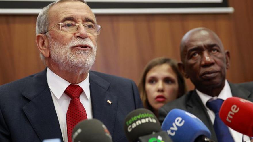 Los presidentes de Cruz Roja de Canarias, Gerardo Mesa, y de Senegal, Abdoul Azize Diallo