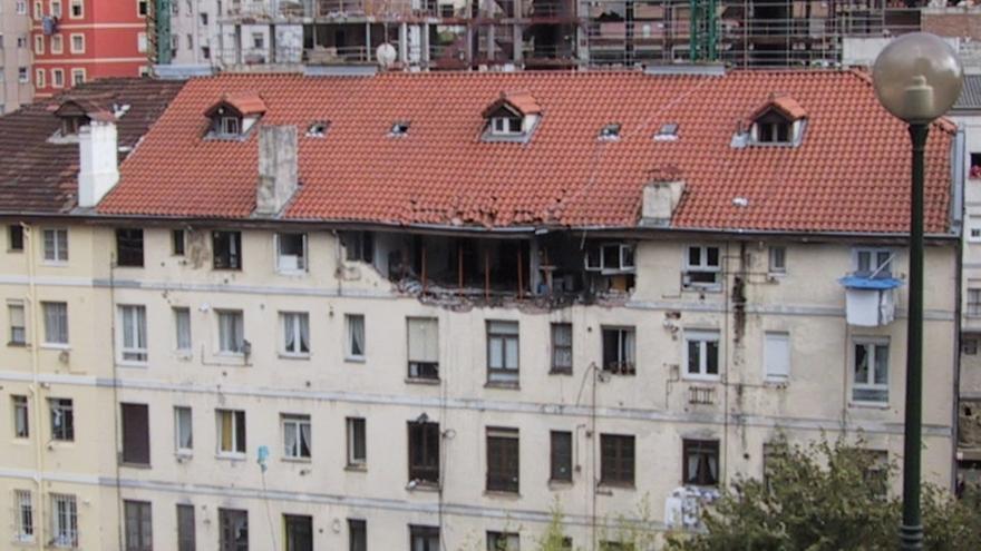 Imagen del edificio tras la explisión inicial de gas.