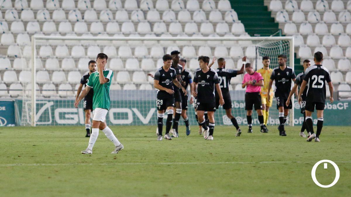 Los jugadores del Marbella celebran un gol en El Arcángel