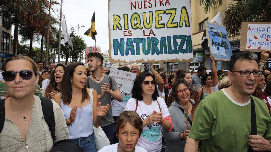 Manifestación en Las Palmas de Gran Canaria contra la ampliación del muelle de Agaete.