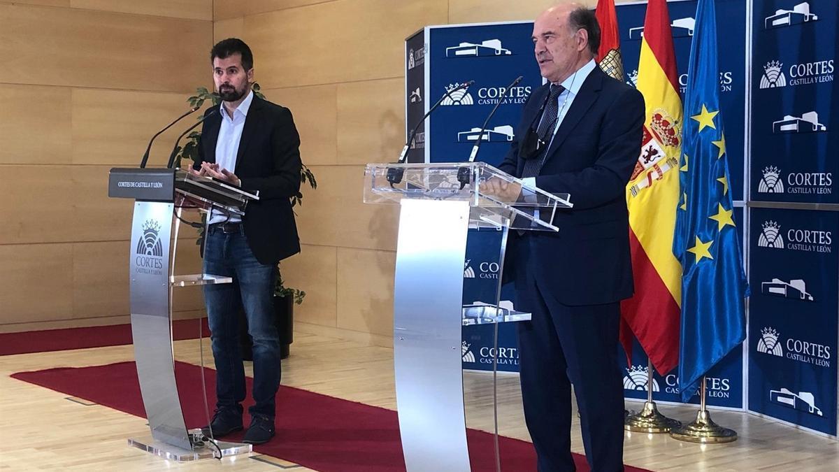Luis Tudanca tras la reunión con el presidente de la profesión médica, José Luis Villarig.