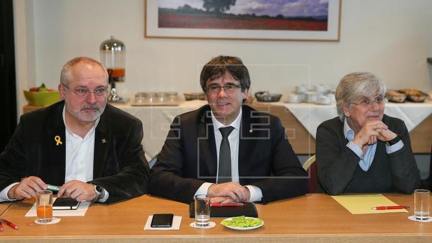JuntsxCat ultima un acuerdo en Bruselas sin renunciar a investir a Puigdemont