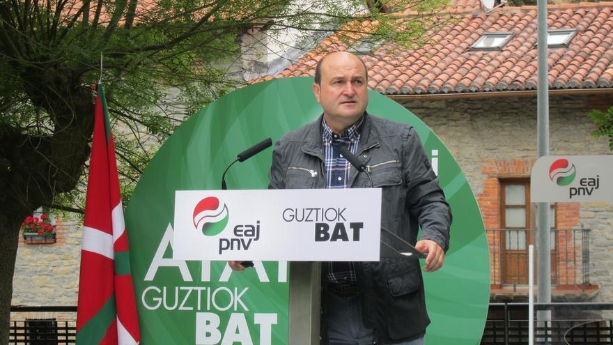 """Ortuzar (PNV) critica """"la charlotada"""" de PP sobre los batzokis y cree que """"la derechona tiene obsesión"""" con sus sedes"""