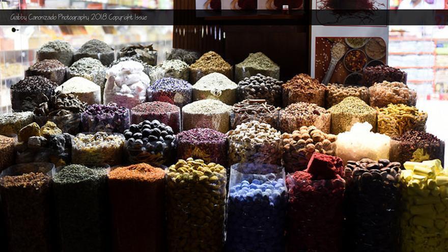 El comercio de perlas y de especias fue el germen de la ciudad en el siglo XVIII. En la imagen, el zoco de las especias. Gabby Canonizado