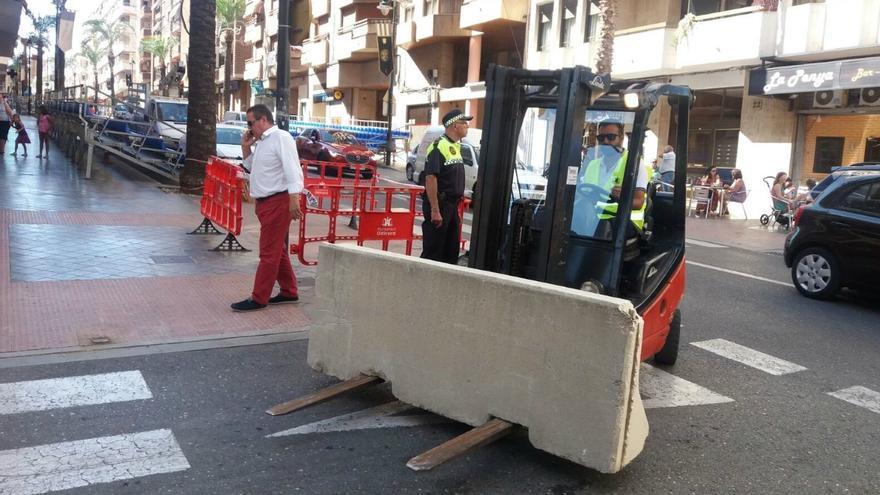 Cadascun dels blocs de formigó pesa 1,2 tones