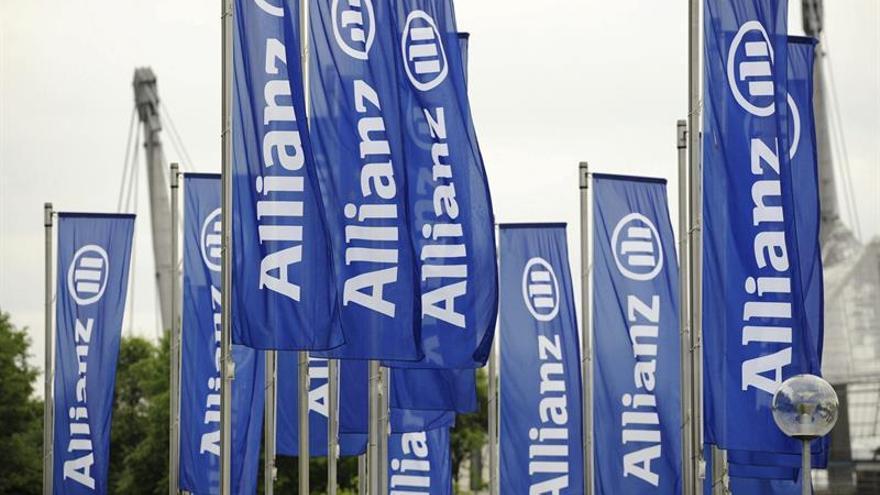 Banderas en la sede de Allianz en Alemania.