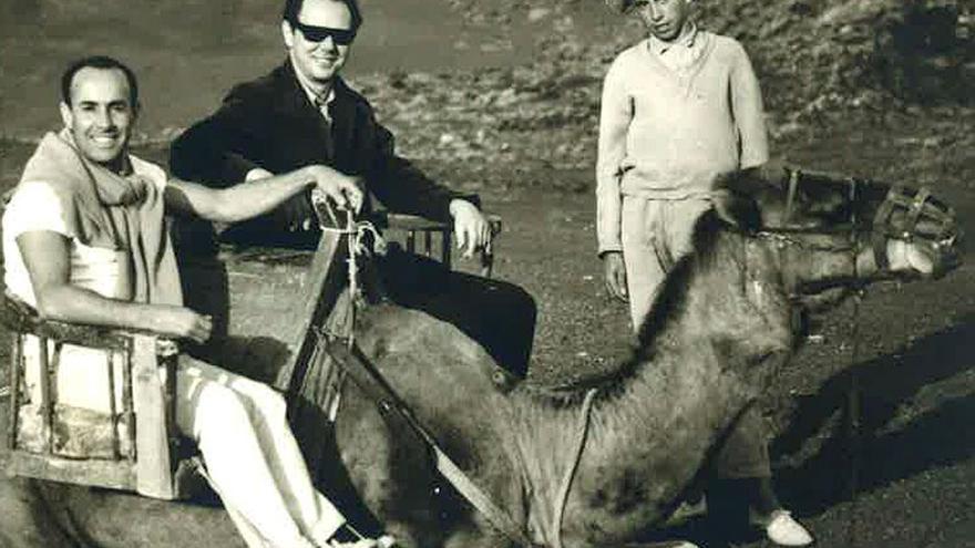 César Manrique y Waldo Balart, en la isla de Lanzarote