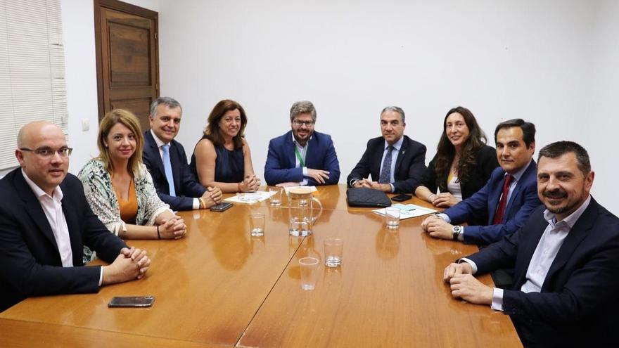 """PP-A y Cs anuncian un acuerdo para la gobernabilidad de """"un amplio número de municipios de Andalucía"""""""