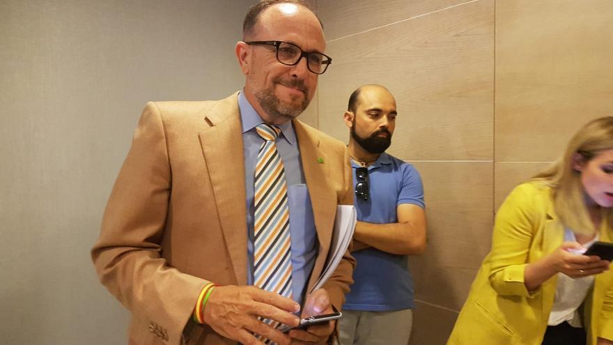 Luis Gestoso habla con los periodistas tras concluir la rueda de prensa