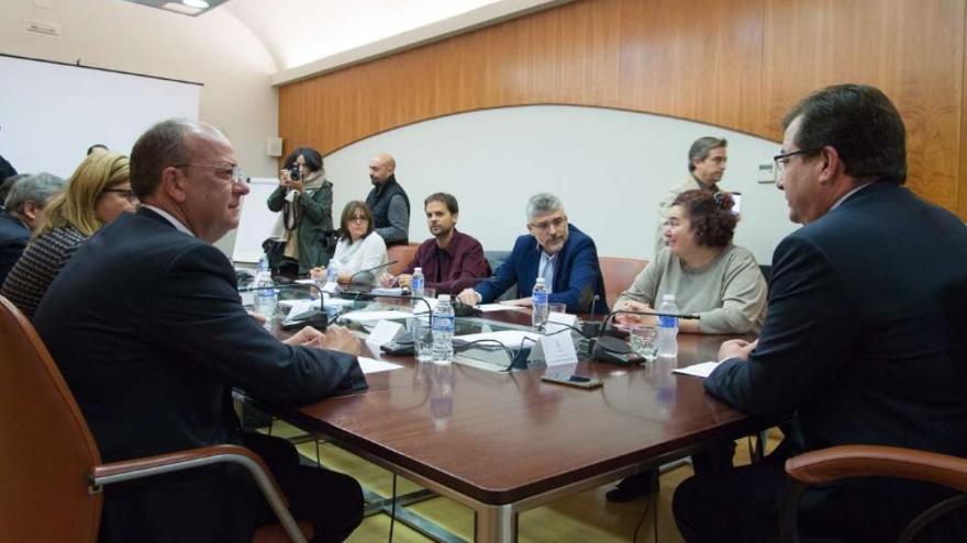 Partidos y agentes sociales, en la reunión  / Junta