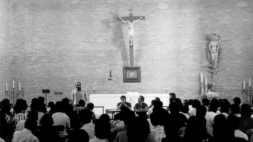 Asamblea regional en la iglesia de los Pajaritos previa a constitucion de coan Sevilla sept 1976-foto JJRB
