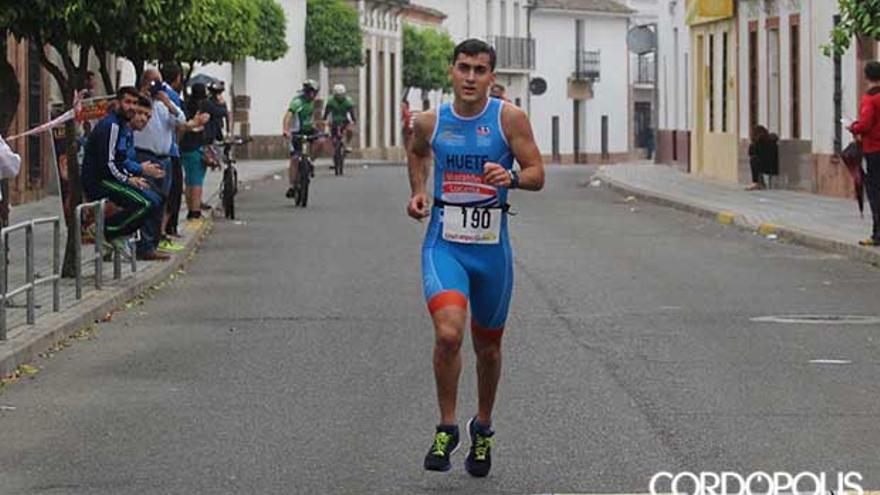 El ganador entra en la meta en Pedro Abad | LARREA