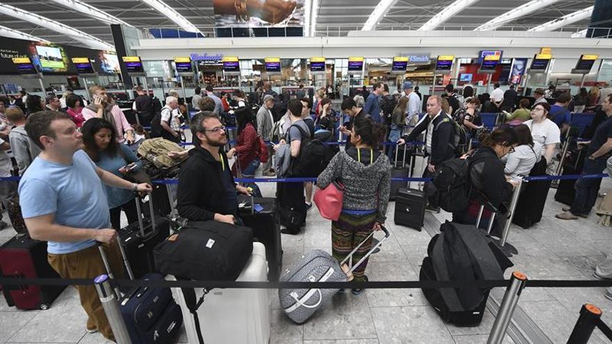 La demanda de pasajeros aéreos se moderó en mayo, según la IATA