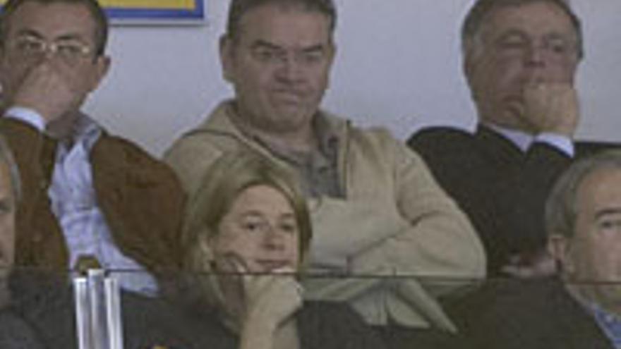Pepe Setién, en el centro de la imagen, encima de Pepa...