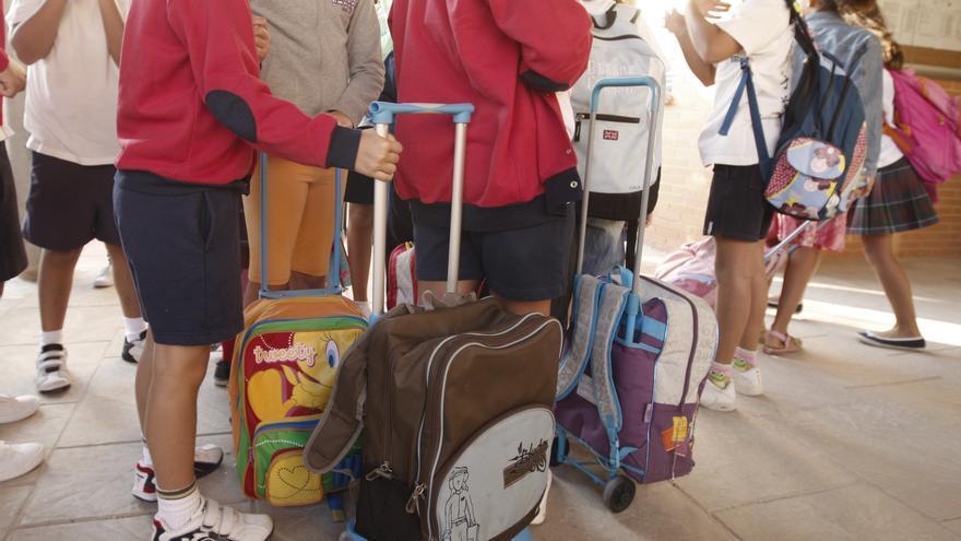 Más de 6.000 estudiantes se quedan sin transporte escolar en Extremadura