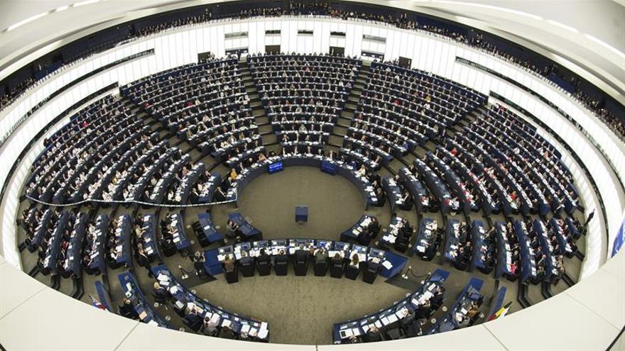 """El PE prolonga el """"Plan Juncker"""" hasta 2020 y lo eleva hasta 500.000 millones"""