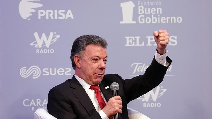 Santos advierte al ELN que seguirán combatiéndoles si no hay negociación paz