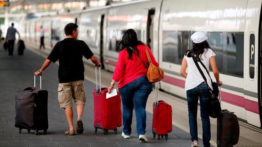 Renfe ha transportado este año un 8 por ciento más de viajeros en el AVE Madrid-Valencia
