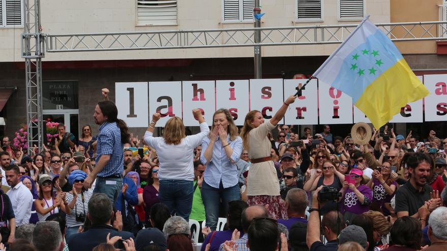 La diputada Victoria Rosell arropada en un mitin en Canarias por Pablo Iglesias, Noemí Santana o Meri Pita.